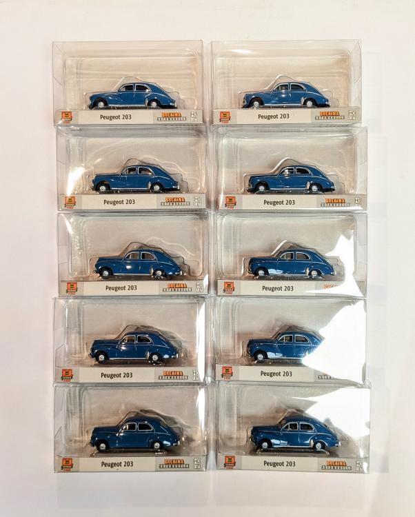 LOT DE 10 PEUGEOT 203 BERLINE TRICORPS 4 PORTES BLEU INTERIEUR MARRON DE 1948 À 1960